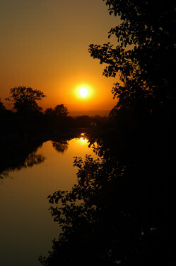 Picture of the sunset over the Kennet and Avon Canal
