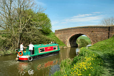 Picture of a boat on the Kennet and Avon Canal