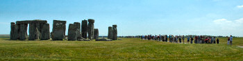 Picture of a large number of visitors at Stonehenge